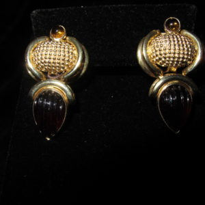 YELLOW GOLD GARNET EARRINGS