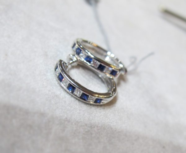 18 KT White Gold Hoop Earrings with 1/3 CT tw Diamonds and 1/2 CT tw Sapphires