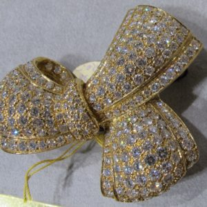 18 KT Yellow Gold Broach with 7 1/2 CT tw Diamonds