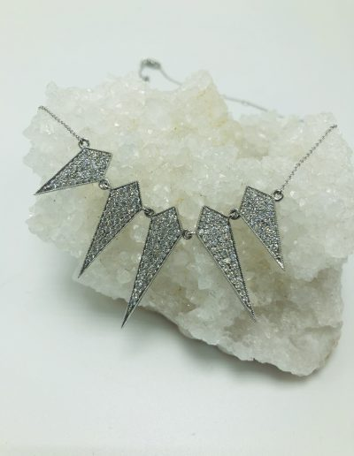 200 RD 2.80 CT Diamonds Spike Necklace