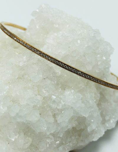 Bangle in 18KR with 186 Round Diamonds with 0.96CT