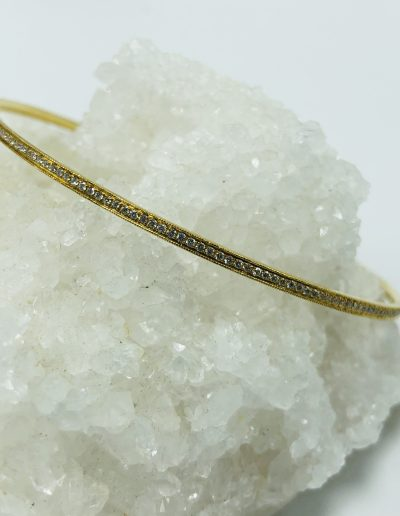 Bangle in 18KY with 186 Round Diamonds with 0.96CT